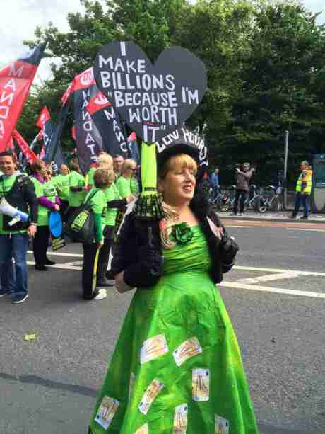 dunnes_workers_march_pic2_june06_2015.jpg